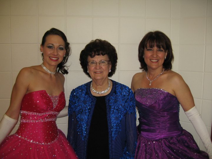 Betty Hayes-Baxter with dancers Holly Johnson & daughter Cheryl Baxter
